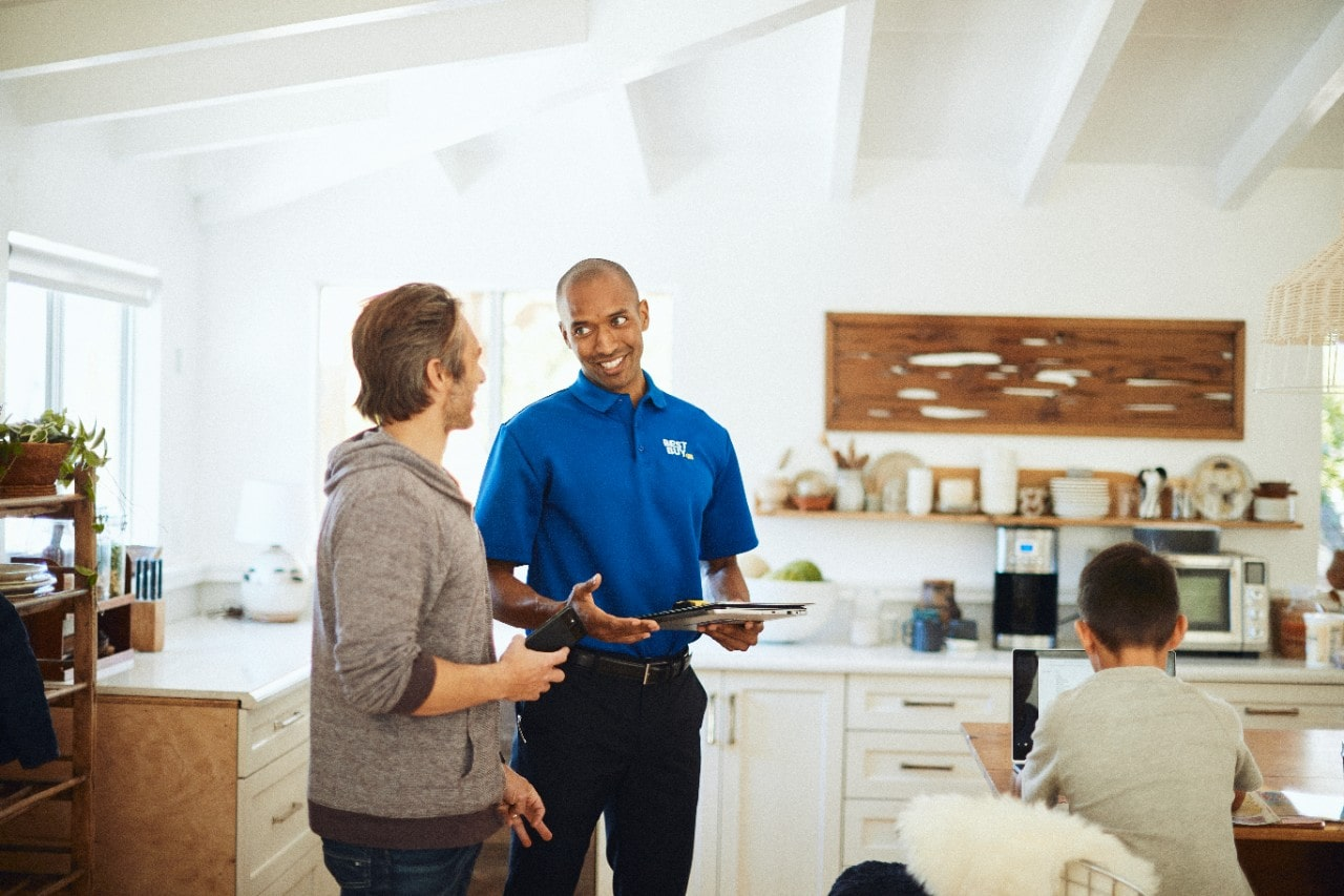 No need to worry about tech issues with the help of the Best Buy In-Home Consultation free service. Let Best Buy show you what's possible in your home with a Free In-Home Consultation